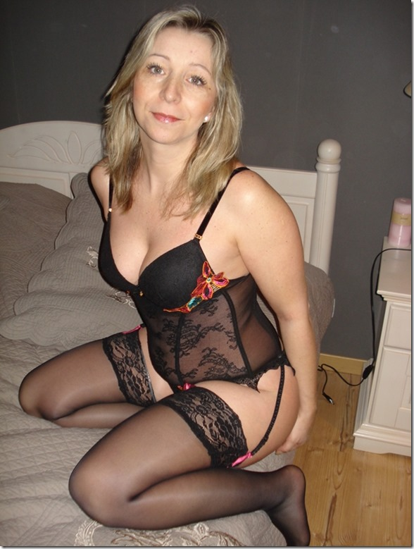 hot-wife-in-stockings-suspenders-uk